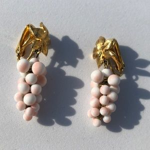 Vintage Grape Cluster Goldtone Clip On Earrings